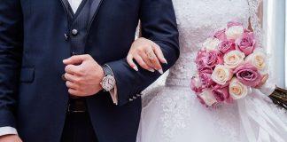 Laut den Bezirksämtern haben in Hamburg im Corona-Jahr deutlich weniger Paare geheiratet.