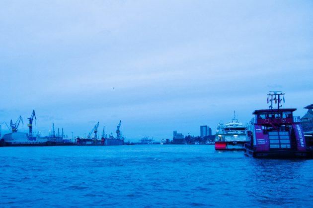 Sonnenaufgang_im_Hamburger_Hafen