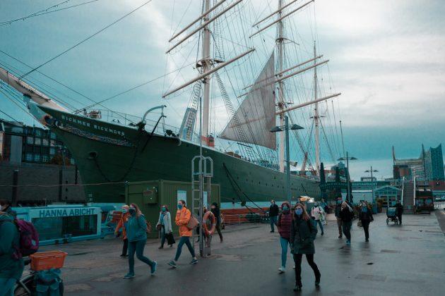 Touristen_am_Hamburger_Hafen