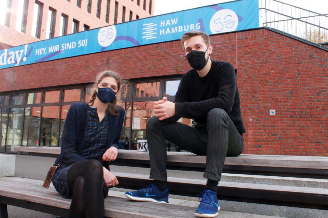 Lucas und Aniko auf dem HAW Campus