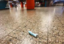 Einwegmaske in U-Bahnstation