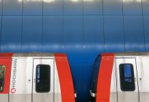 Die Hochbahn und die S-Bahn haben am Samstagabend ihre Fahrgäste auf die Einhaltung der Maskenpflicht kontrolliert.