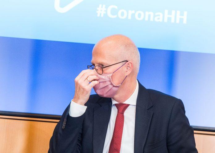 Hamburgs Bürgermeister Peter Tschentscher mit Mund-Nasen-Schutz