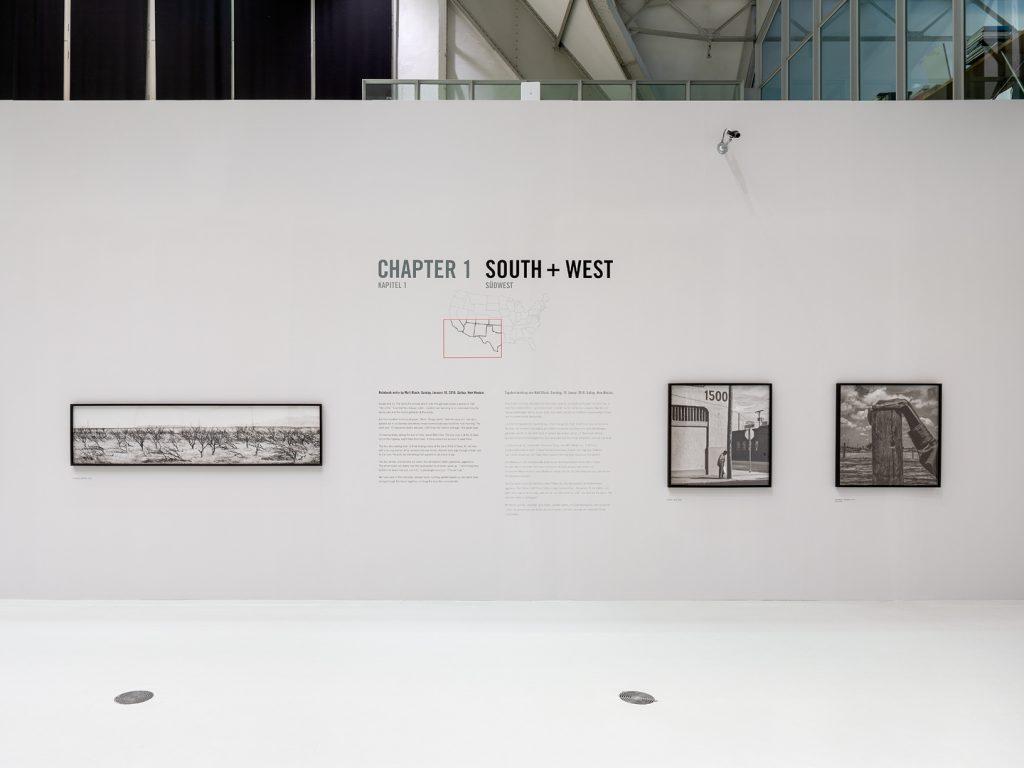 Blick in die Ausstellung MATT BLACK – AMERICAN GEOGRAPHY, 25.9.2020 – 3.1.2021, Haus der Photographie ©️ Henning Rogge/Deichtorhallen Hamburg