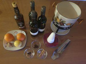Wein, Rum, Zuckerhut und Co. Diese Zutaten gehören in eine Feuerzangenbowle