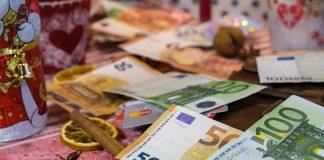 Hamburger*innen planen rund 500 Euro für Weihnachtsgeschenke auszugeben. Eine immense Summe, die Menschen in Not in Spendenform helfen könnte. Ein kleines Plädoyer fürs Spenden. Titelbild: Pixabay