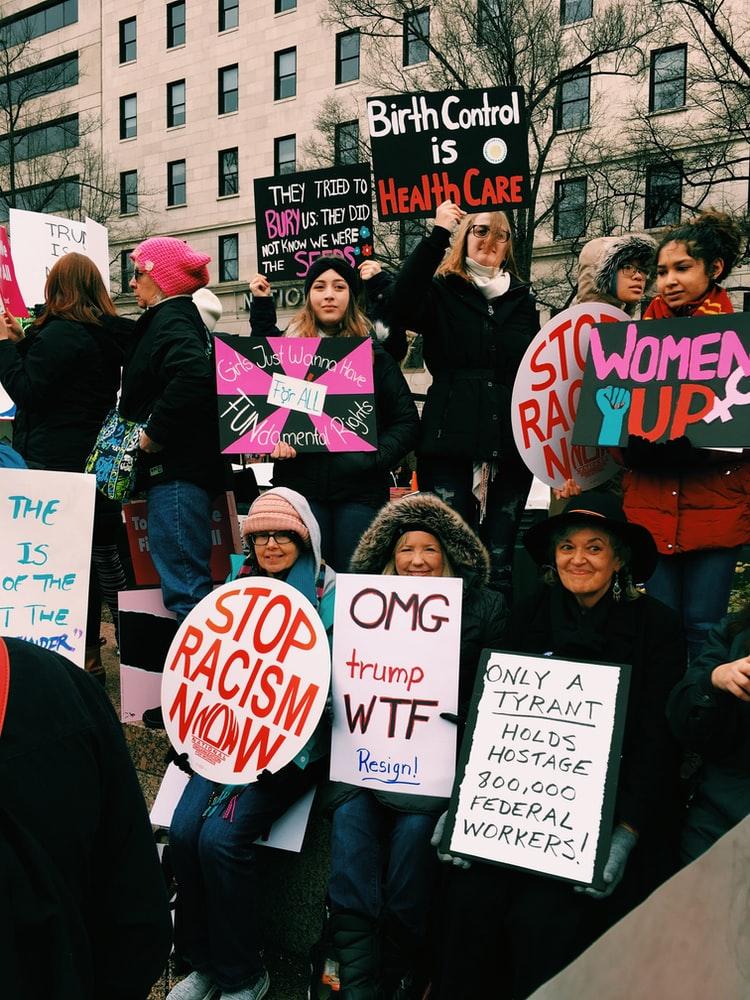 Der #womensmarch findet nicht nur in zahlreichen US-Amerikanischen Großstädten, sondern auch in anderen Ländern statt. Bild: Unsplash