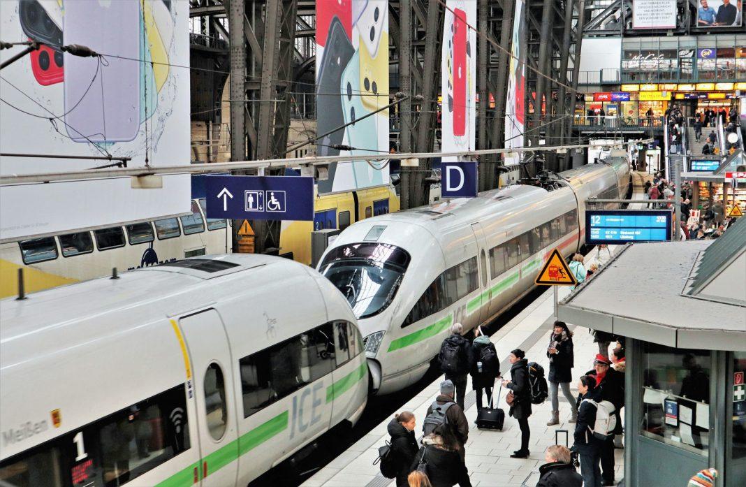 Ein ICE der Deutschen Bahn steht am Hamburger Hauptbahnhof. Bild: Deutsche Bahn AG / Wolfgang Klee