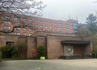 Die-Kirche-am-Krankenhaus-in-Hamburg-Schnelsen.