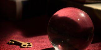 Eine Kristallkugel, wie sie häufig als Symbol für Zauberei genutzt wird. Unklar, ob die angebliche Hellseherin auch solch eine Kugel benutzt.