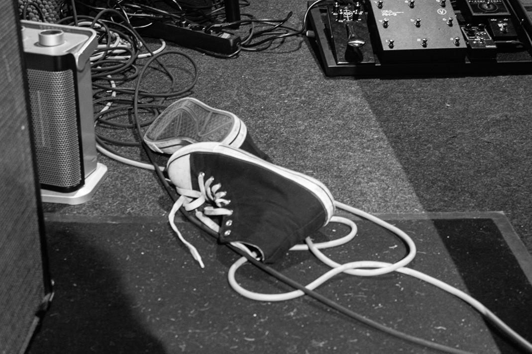 """Schuhe im Proberaum der """"Musikstation"""", Foto: Marie Filine Abel"""