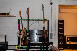 E-Gitarren in der Fruchtallee, Foto: Marie Filine Abel