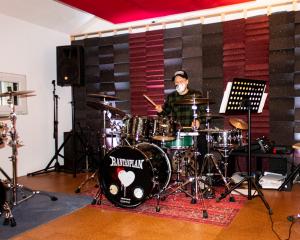 Marlon Fertinger am Schlagzeug, Foto: Marie Filine Abel