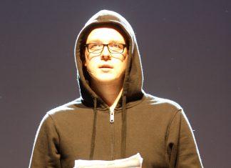 Der Satiriker Nico Semsrott. Foto: Wikimedia Commons/Harald Bischoff