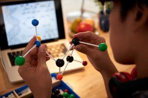 Beispiel für ein digitales Ehrenamt: Wissen schaffen. Foto: Freepik