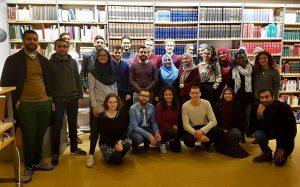 Teilnehmende eines Workshops über islamische Kunst im Rahmen einer Kooperation zwischen dem Hamburger Museum für Kunst und Gewerbe und Wikipedia Hamburg (2018). Foto: Bahnmoeller via Wikimedia Commons