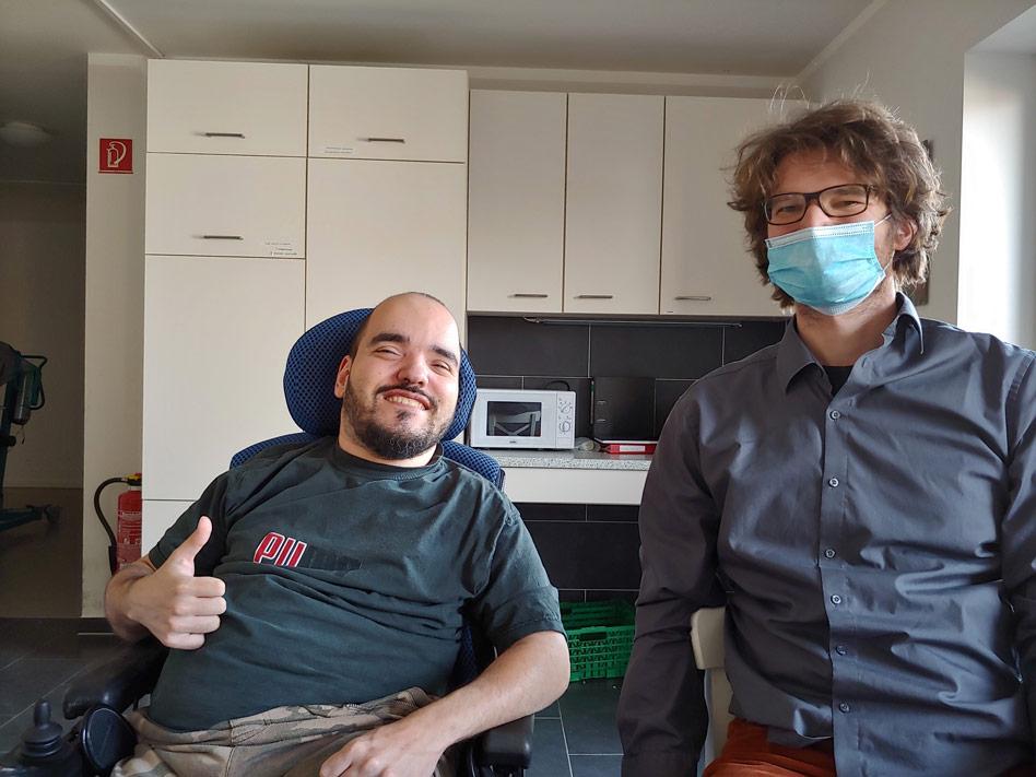 Markus und Matthias in der WG-Küche.