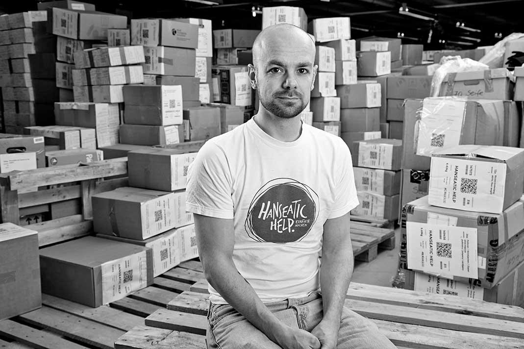 Ehrenamt: Kai Weise von Hanseatic Help hilft freiwillig Kai Weise Hanseatic Help Geflüchtete Kleiderspenden