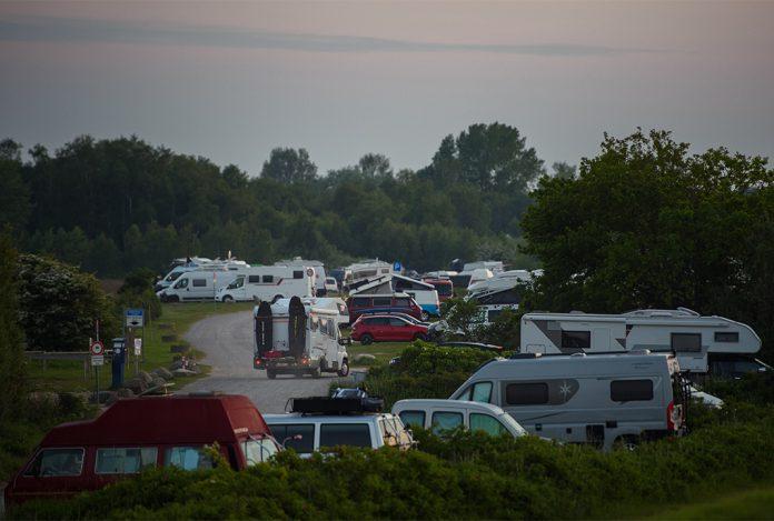 Operation Safe Holiday, Camper und Wohnmobile auf einem Campingplatz