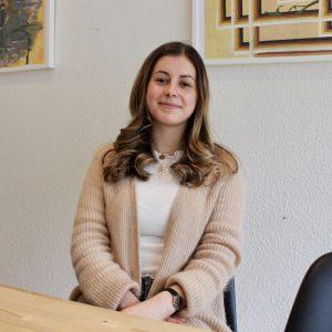 Sarah Timmann beim Interview in ihrem Abgeordneten Büro
